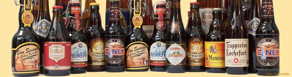 Flaschen-Ensemble verschiedener belgischer Biersorten