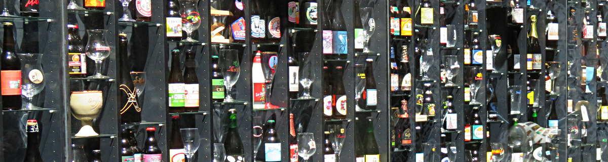 Über mich - Drei Gläser mit hellem, dunklem und bernsteinfarbenem Bier
