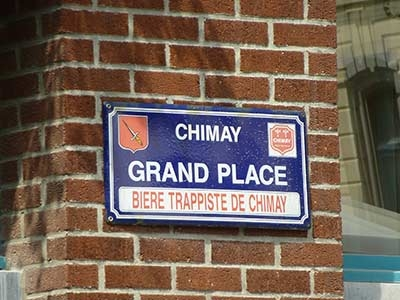 "Strassenschild ""Grand Place"" Chimay"